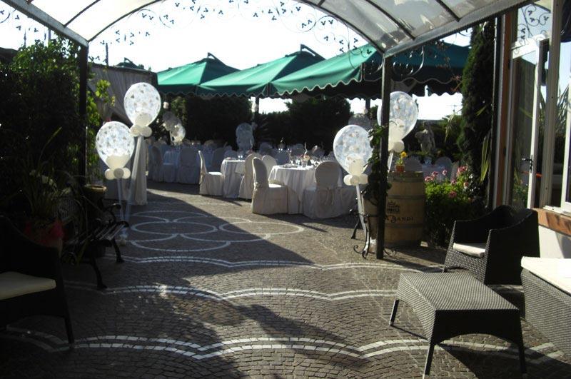 Ristorante francischiello ombrelloni gazebi e soluzioni for L esterno di un ristorante