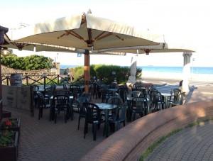 Ombrelloni per ristoranti: come arredare una terrazza panoramica