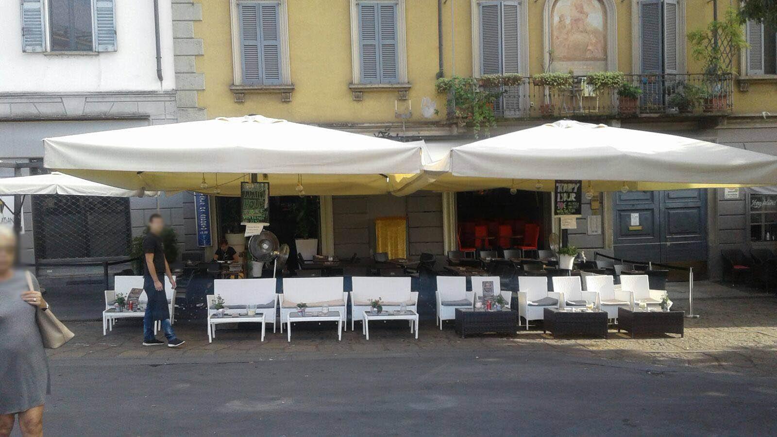 Ombrelloni esterno bar ombrelloni gazebi e soluzioni for Arredamento esterno bar