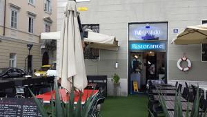 ombrelloni da esterno per bar: idea arredo