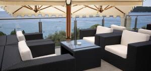 Ombrelloni da terrazzo e giardino: i tessuti outdoor